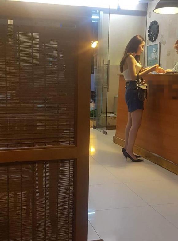 Chi Pu bị chụp lén, chê dáng không đẹp, nói chuyện 'chảnh' khi vào quán ăn