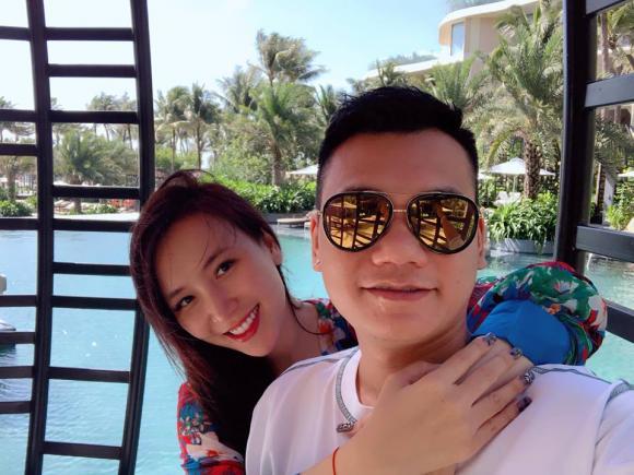 Khắc Việt, Khắc Việt trăng mật, Khắc Việt và vợ