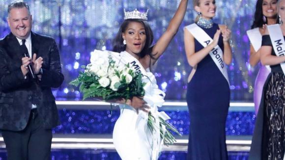 Bỏ phần thi bikini, Hoa hậu Mỹ 2019 tìm được chủ nhân vương miện cao quý là thạc sĩ âm nhạc