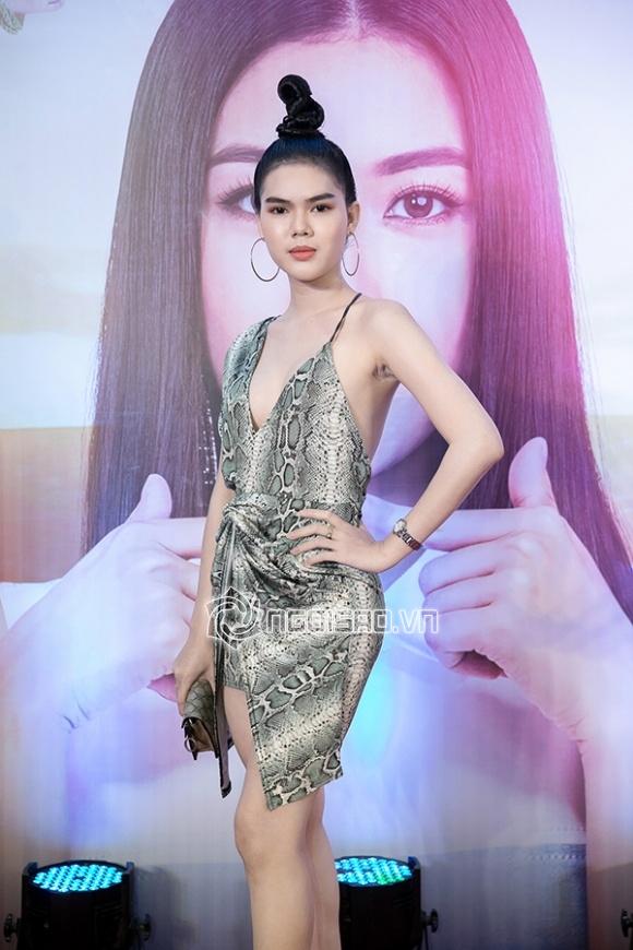 Á hậu Thúy Vân,sao Việt
