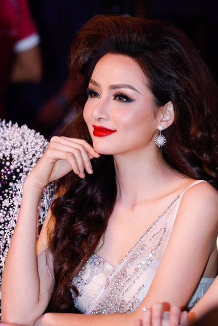 Diễm Hương,khuôn mặt khác lạ của Diễm Hương,sao Việt