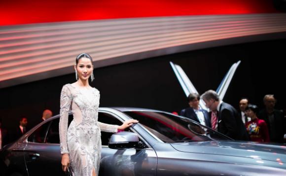 Hoa hậu Tiểu Vy, Á hậu Hoàng Thùy, Paris Motor Show 2018