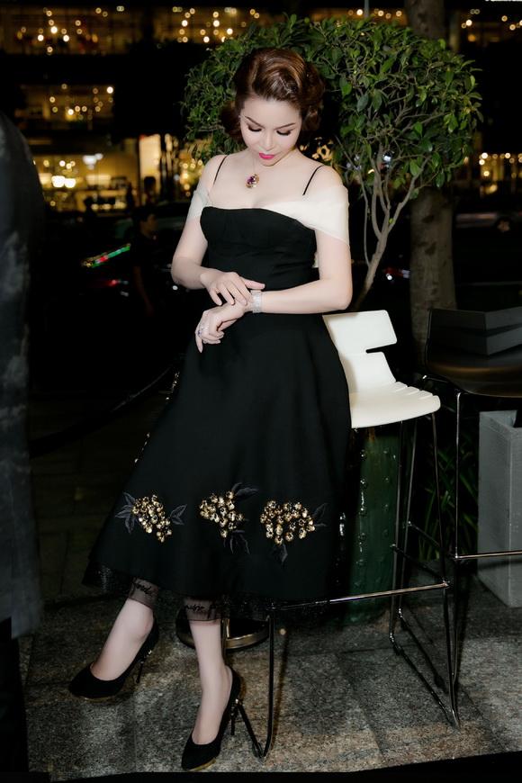 Hoa hậu Bùi Thị Hà, sao việt, NTK Công Trí