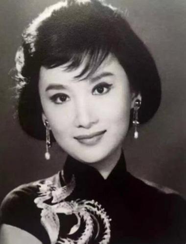 Kim Dung, Hà Mộng, Dương Mộng, kiếm hiệp