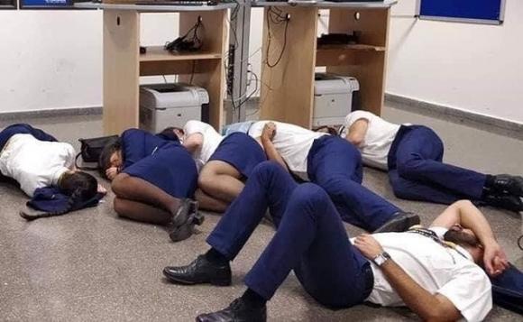 hãng hàng không Ryanair, nhân viên hàng không bị đuổi việc, phi hoành đoàn chụp ảnh tự sướng, tiếp viên hàng không bị đuổi việc