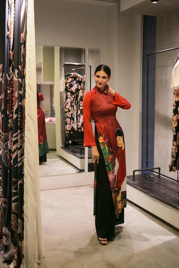 Cindy Bishop,Hương Giang,sao Việt
