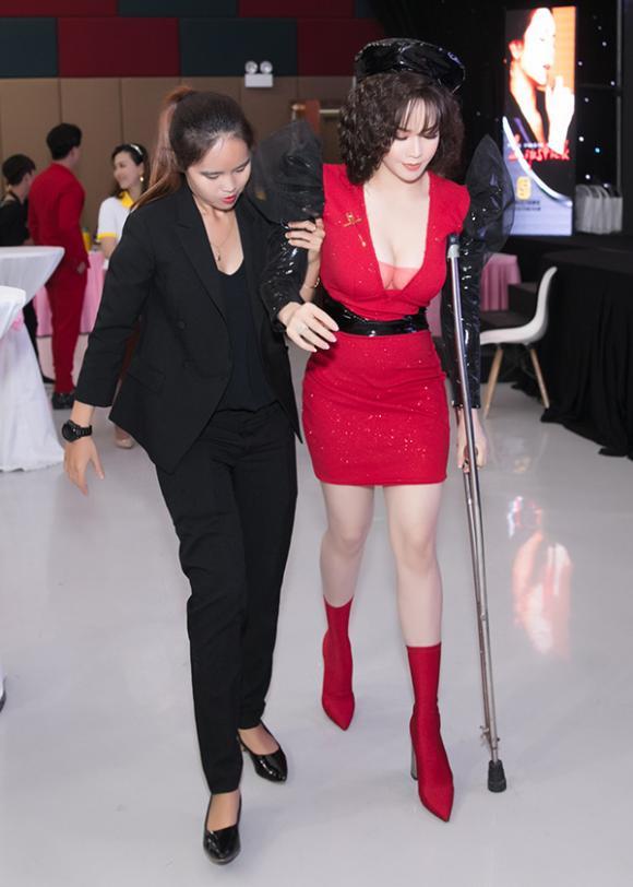 Nhật Kim Anh, Hoàng Thùy Linh, sao việt
