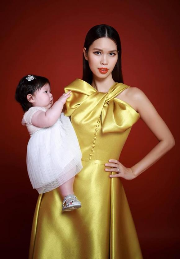 Hà Anh chăm con, Hà Anh, siêu mẫu Hà Anh