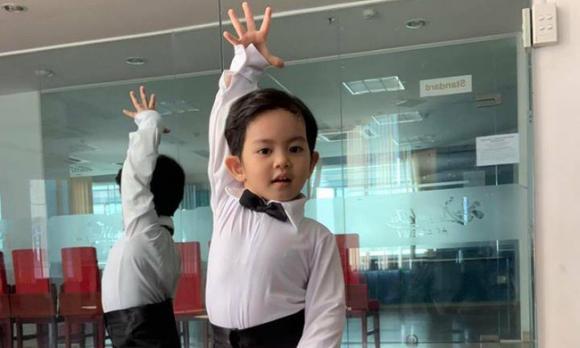 ,Nữ kiện tướng dancesport,Khánh Thi - Phan Hiển