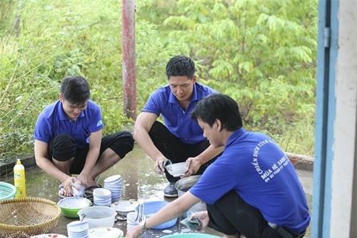 sao nam Việt, sao nam Việt rửa bát, Tuấn Hưng, Công Vinh, MC Phan Anh, Ông Cao Thắng