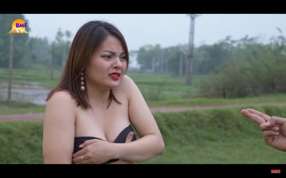 hot girl tuột áo, đại gia chân đất, Nguyễn Trà My
