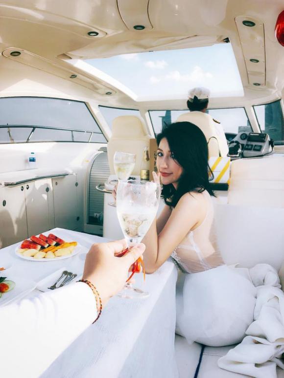 Hot girl vân navy,đám cưới vân navy,váy cưới vân navy