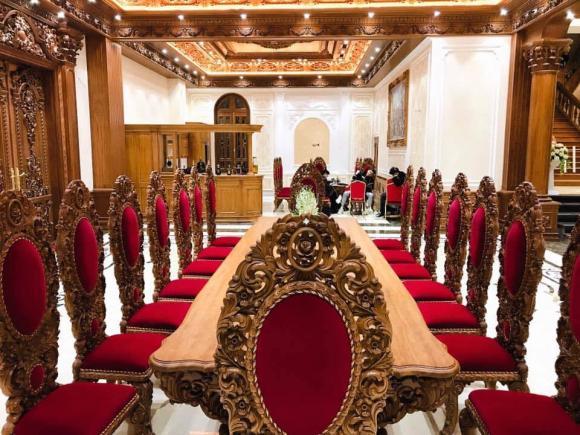 Đám cưới khủng ở Nam Định, Cô dâu vàng đeo trĩu cổ, Lâu đài của đại gia Nam Định
