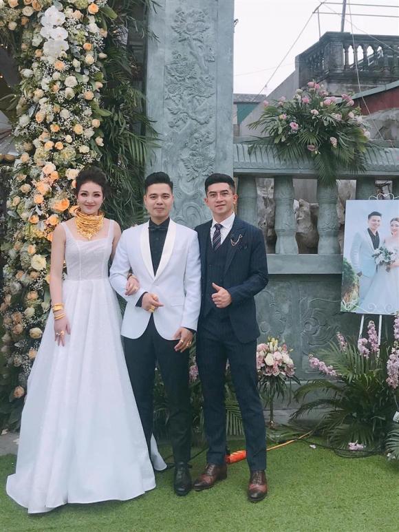 Đám cưới khủng ở Nam Định, Cô dâu vàng đeo trĩu cổ, Cô dâu Nam Định