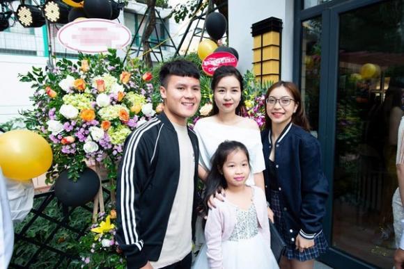 mẹ nuôi Quang Hải, quang hải, bạn gái cầu thủ, nhật lệ