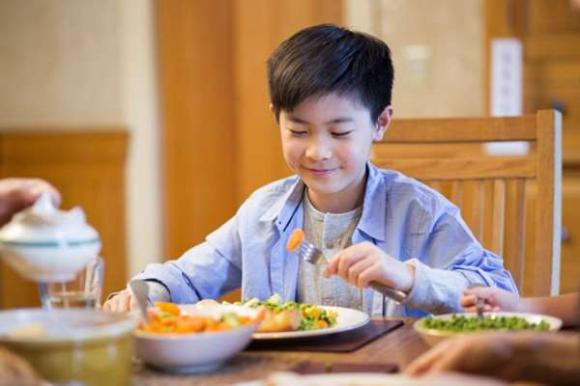 chăm sóc sức khỏe đúng cách, cách ăn uống tốt cho sức khỏe, nên ăn tối sớm hay buộn