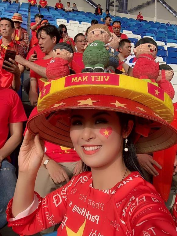 Hoa hậu Ngọc Hân, thủ môn Đặng Văn Lâm, Ngọc Hân và Đặng Văn Lâm
