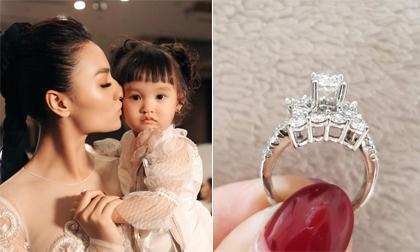 Hồng Quế, siêu mẫu Hồng Quế, nhẫn kim cương