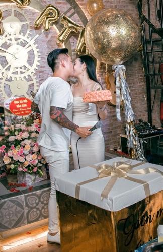 Tuấn Hưng, Tuấn Hưng và vợ, Tuấn Hưng hôn vợ