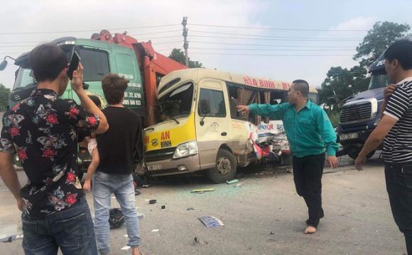 Tai nạn giao thông, clip tai nạn, Xe máy đâm trực diện ô tô