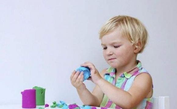 lưu ý khi chăm sóc trẻ nhỏ, chăm sóc trẻ nhỏ, hành động của trẻ chứng tỏ trẻ phát triển tốt