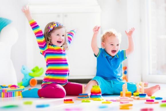 trò chơi giúp bé phát triển IQ, chăm sóc trẻ em, lưu ý khi chăm sóc trẻ nhỏ