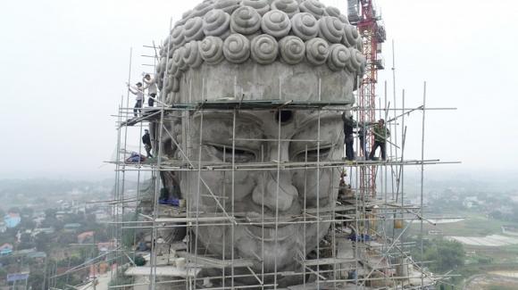 Cận cảnh pho tượng phật khổng lồ lớn nhất Đông Nam Á đang hoàn thiện gần ngay trung tâm Hà Nội