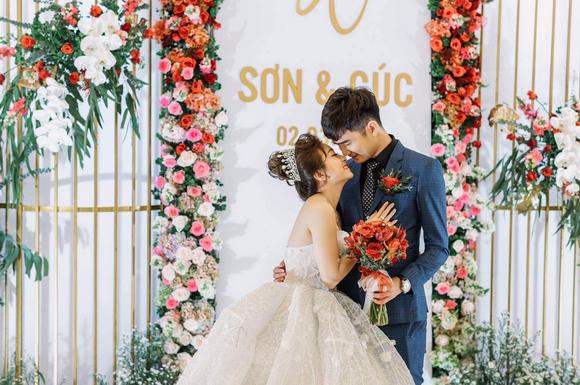 Hồng Cúc – Long Sơn, Câu chuyện tình yêu, mạng xã hội