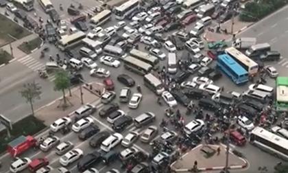 Tàu hỏa đâm ngang ô tô, Tai nạn giao thông, Clip hot