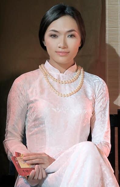 Tina Tình, phẫu thuật thẩm mỹ, sao Việt