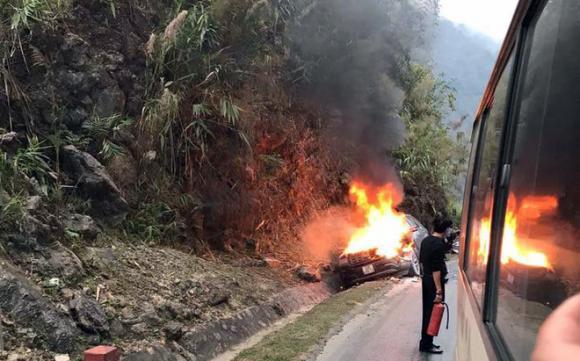 tai nạn giao thông, cháy xe, xế hộp,  Ford Explorer