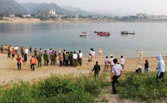 8 học sinh đuối nước, 8 nam sinh chết đuối, tin nóng, Hòa Bình