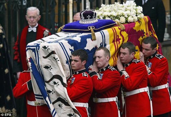 Nữ hoàng Elizabeth Đệ Nhị,Hoàng gia Anh,Thái tử Charles,Hoàng tử William,Công nương Kate