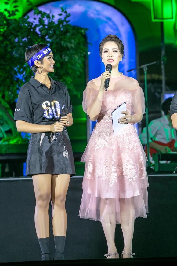 """H'Hen Niê, Văn Mai Hương, Quang Bảo, """"Giờ Trái Đất 2019"""""""