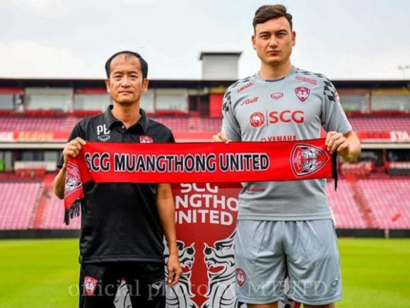 HLV Pairoj Borwonwatanadilok, Muangthong United, Đặng Văn Lâm