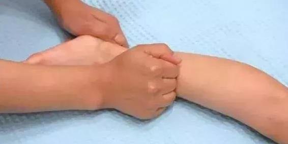 những động tác massage tốt cho trẻ, tăng chiều cao cho trẻ, cách chăm con đúng cách