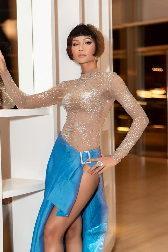 H'Hen Niê , hoa hậu hoàn vũ, váy xẻ tà