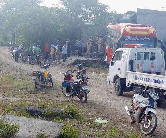 Xe khách tông sập nhà dân, tai nạn giao thông, tin nóng