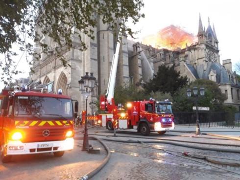 nhà thờ đức bà paris, cháy lớn, nha tho duc ba