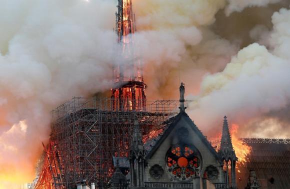 Nhà thờ Đức bà Paris,Nhà thờ Đức bà bị cháy,Camila Cabello,Notre Dame