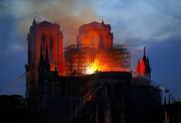 Nhà thờ Đức Bà Paris, cháy lớn,