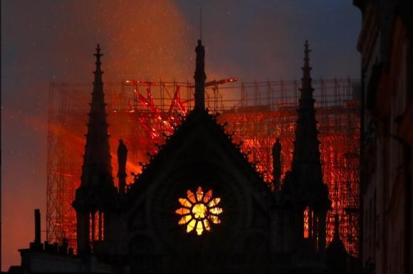 cháy nhà thờ Đức Bà, Clip hot, Clip ngôi sao