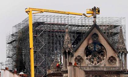 cháy nhà thờ, Nhà thờ Đức Bà Paris, Cảnh sát Pháp