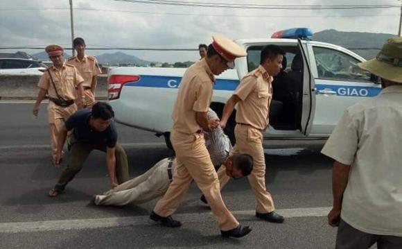 CSGT,  tài xế, tâm thần, xe bán tải, Bà Rịa - Vũng Tàu