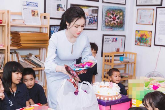 Thư Dung, sinh nhật Thư Dung, Thư Dung bán dâm