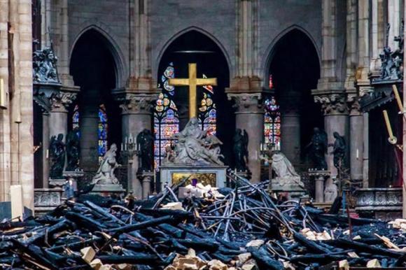 Đề xuất bán đấu giá tàn tích vụ cháy nhà thờ Đức Bà Paris