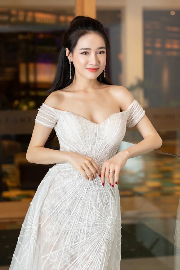 Nhã Phương,nghi vấn Nhã Phương mang thai,sao Việt