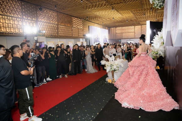 Top White Best Awards of The Year 2019, Hoa hậu doanh nhân Cao Thị Thùy Dung, mỹ phẩm cao cấp Top White