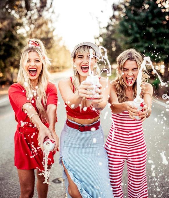 cách chăm sóc sức khỏe đúng cách, lợi ích của việc đi chơi với bạn bè, phụ nữ nên đi chơi với bạn bè