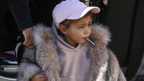 gia tộc Kardashian, quần áo hàng hiệu, cuộc sống xa hoa của các con trong gia tộc Kardashian